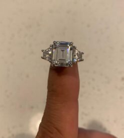 7.00tcw Emerald Trapezoide Moissanite Forever One 3 Stone Ring